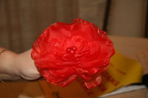Цветок из банта своими руками фото
